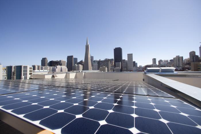 Quantos painéis solares são necessários para alimentar uma empresa?